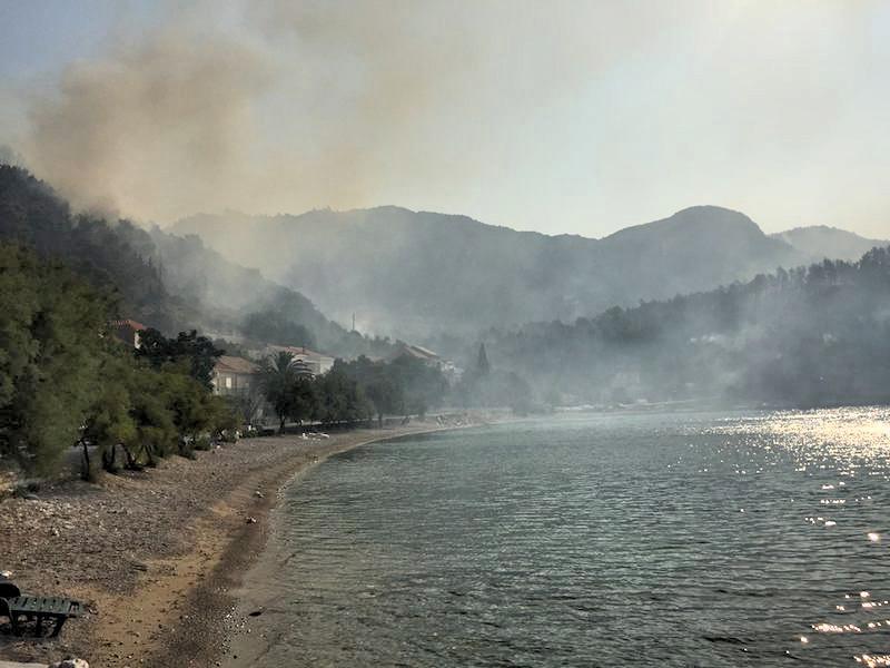 Croatia coastal wildfire - Trstenik beach fire